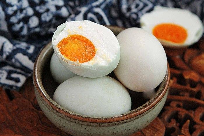 Làm trứng vịt muối thơm ngon tuyệt đỉnh đừng quên gia vị này - Ảnh 6.