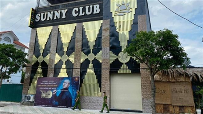 """""""Giải ngố"""" ở quán karaoke Sunny, chồng khổ sở vì bị vợ tra khảo - Ảnh 1."""