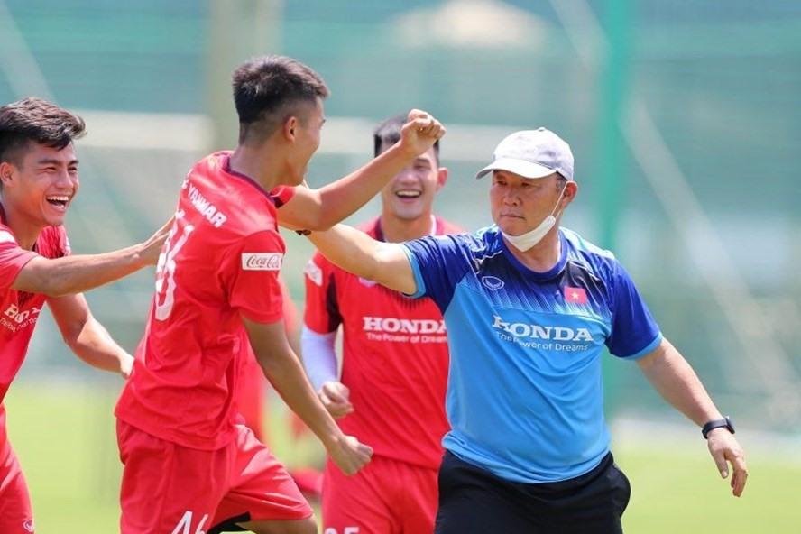 HLV Park Hang-seo bất ngờ gạch tên 5 cầu thủ U22 Việt Nam - Ảnh 1.
