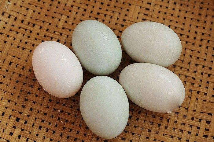 Làm trứng vịt muối thơm ngon tuyệt đỉnh đừng quên gia vị này - Ảnh 1.