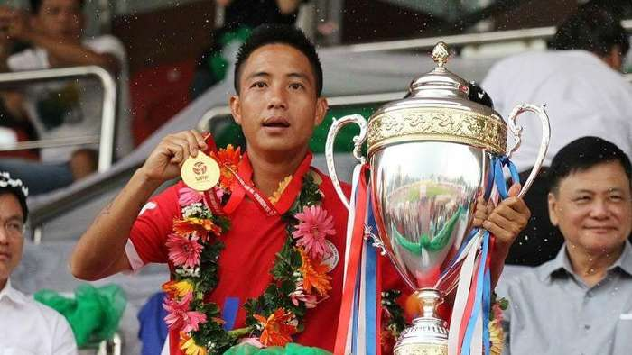 Cựu tuyển thủ U23 Việt Nam: Bỏ bán rượu để tái xuất vì yêu nghề - Ảnh 1.