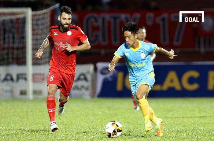 Cựu tuyển thủ U23 Việt Nam: Bỏ bán rượu để tái xuất vì yêu nghề - Ảnh 2.