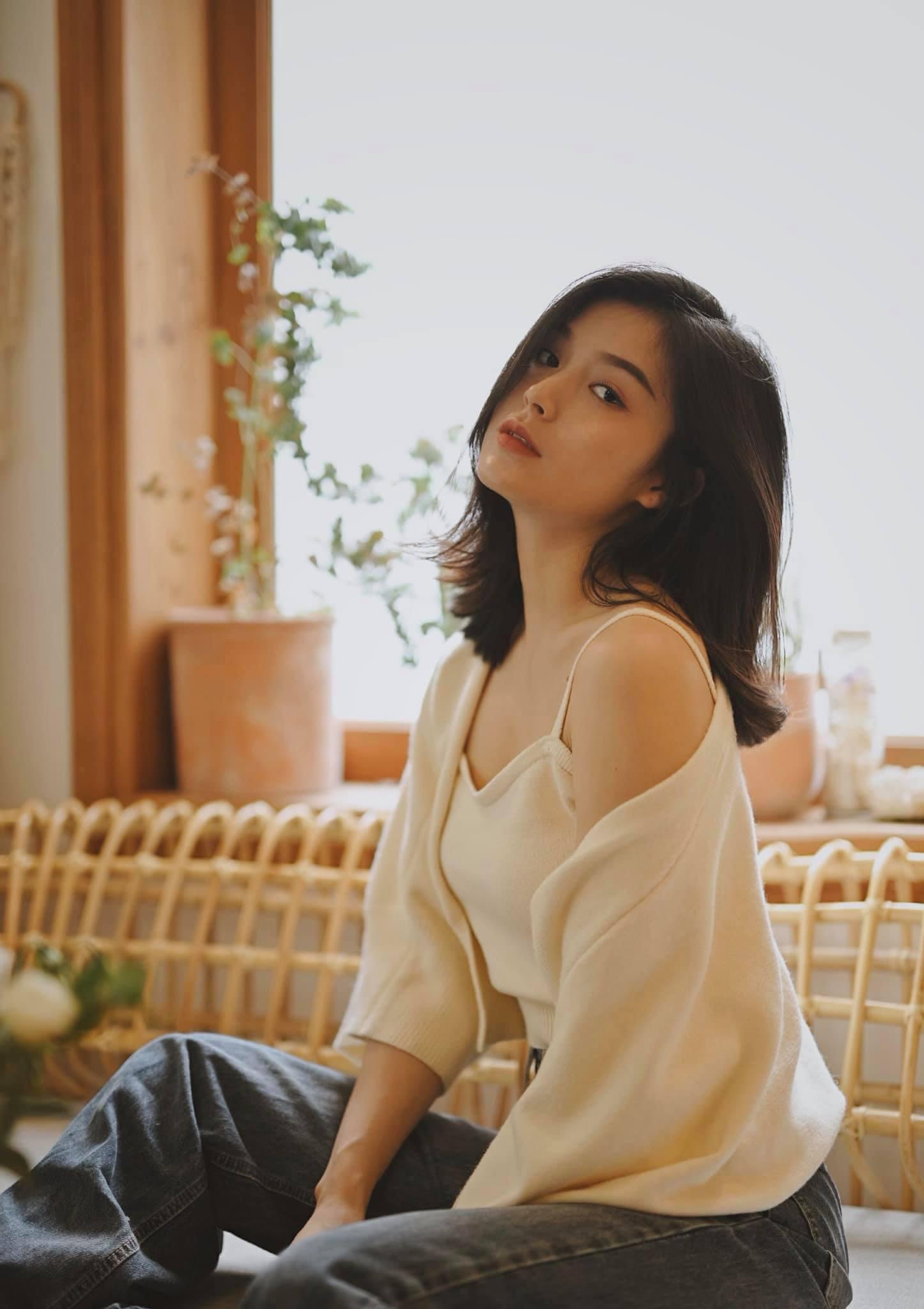 Vẻ đẹp hút hồn của hotgirl Đà Nẵng, giống Hạ Vi và diễn viên xinh đẹp người Thái Lan - Ảnh 4.
