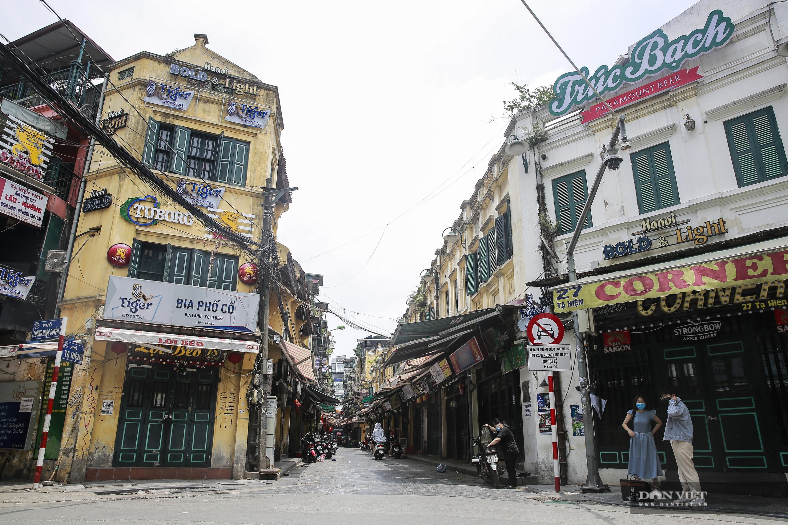 """Những phố ẩm thực """"không ngủ"""" tại Hà Nội đóng cửa hàng loạt vì Covid-19 - Ảnh 1."""