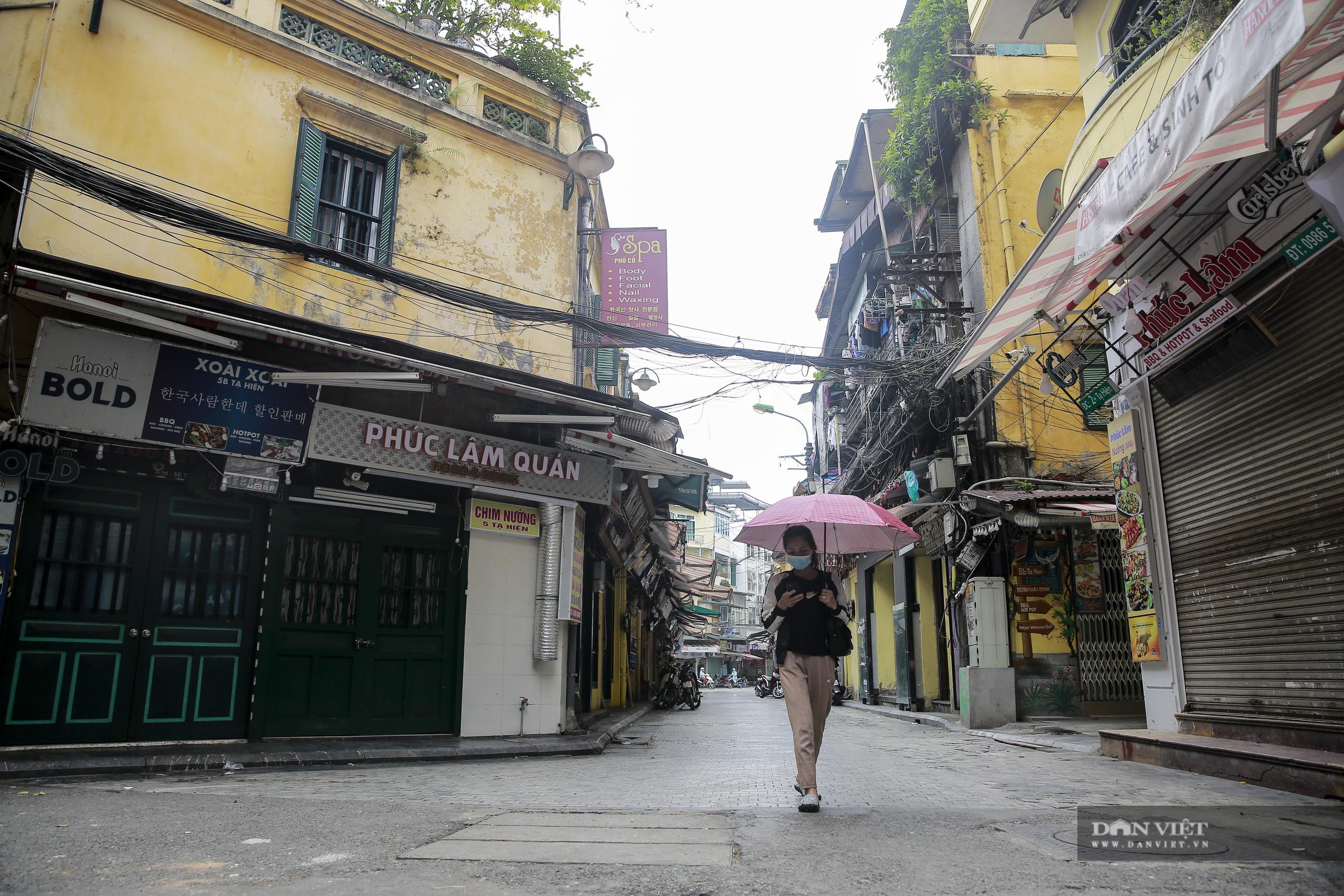 """Những phố ẩm thực """"không ngủ"""" tại Hà Nội đóng cửa hàng loạt vì Covid-19 - Ảnh 7."""
