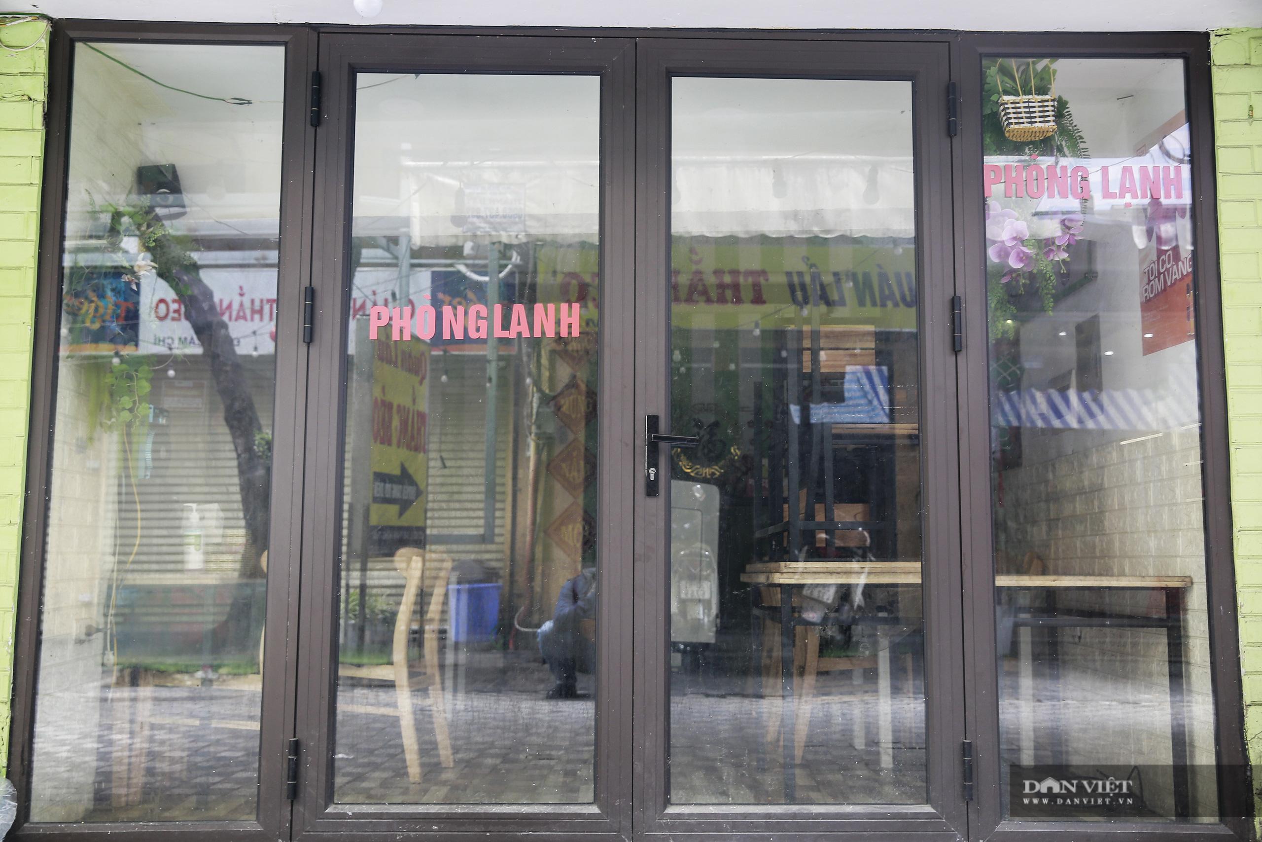 """Những phố ẩm thực """"không ngủ"""" tại Hà Nội đóng cửa hàng loạt vì Covid-19 - Ảnh 11."""