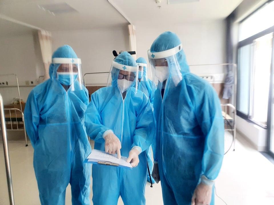 Sáng 9/5 có 15 ca Covid-19 lây nhiễm trong nước, dịch lan ra 23 tỉnh thành - Ảnh 1.