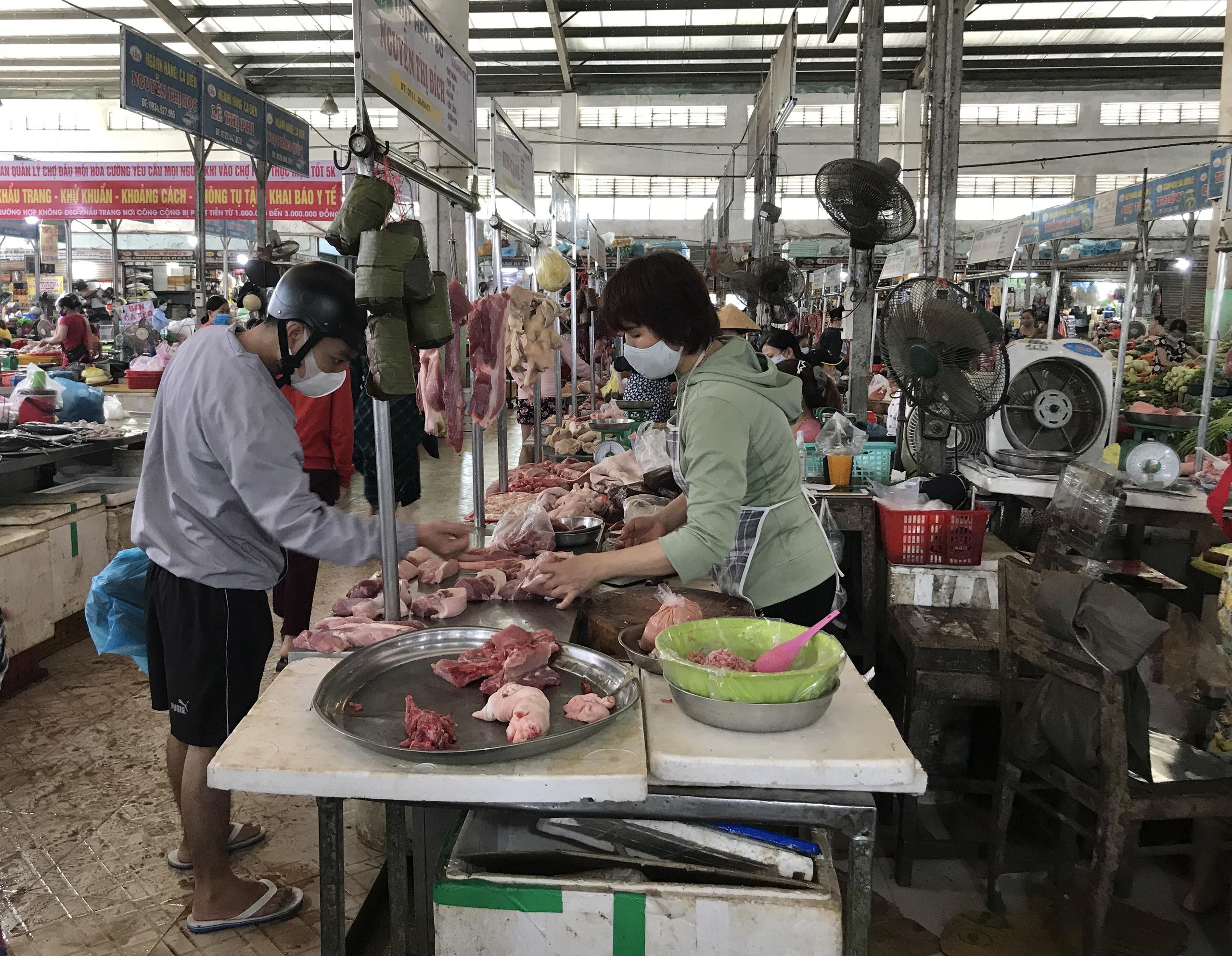 Đà Nẵng: Dịch Covid-19, giá cả các mặt hàng tại các chợ dân sinh biến động thế nào?  - Ảnh 4.