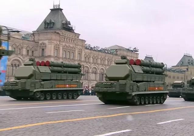 Màn duyệt binh rầm rộ, khoe vũ khí không thể hoành tránh hơn của Nga kỷ niệm Ngày Chiến thắng - Ảnh 9.