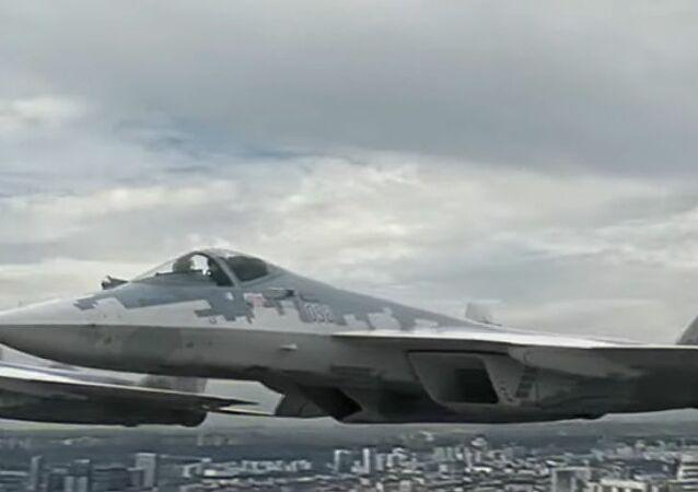 Màn duyệt binh rầm rộ, khoe vũ khí không thể hoành tránh hơn của Nga kỷ niệm Ngày Chiến thắng - Ảnh 11.