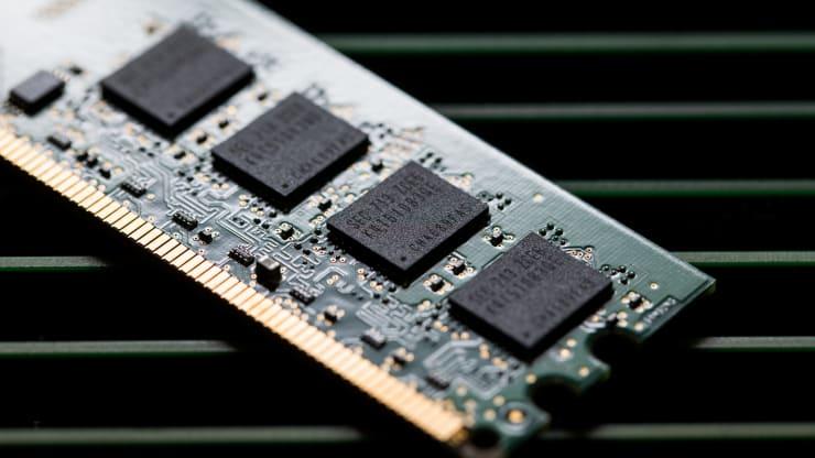 Các nhà sản xuất chip kiếm bộn tiền giữa cơn khủng hoảng nguồn cung chip - Ảnh 1.