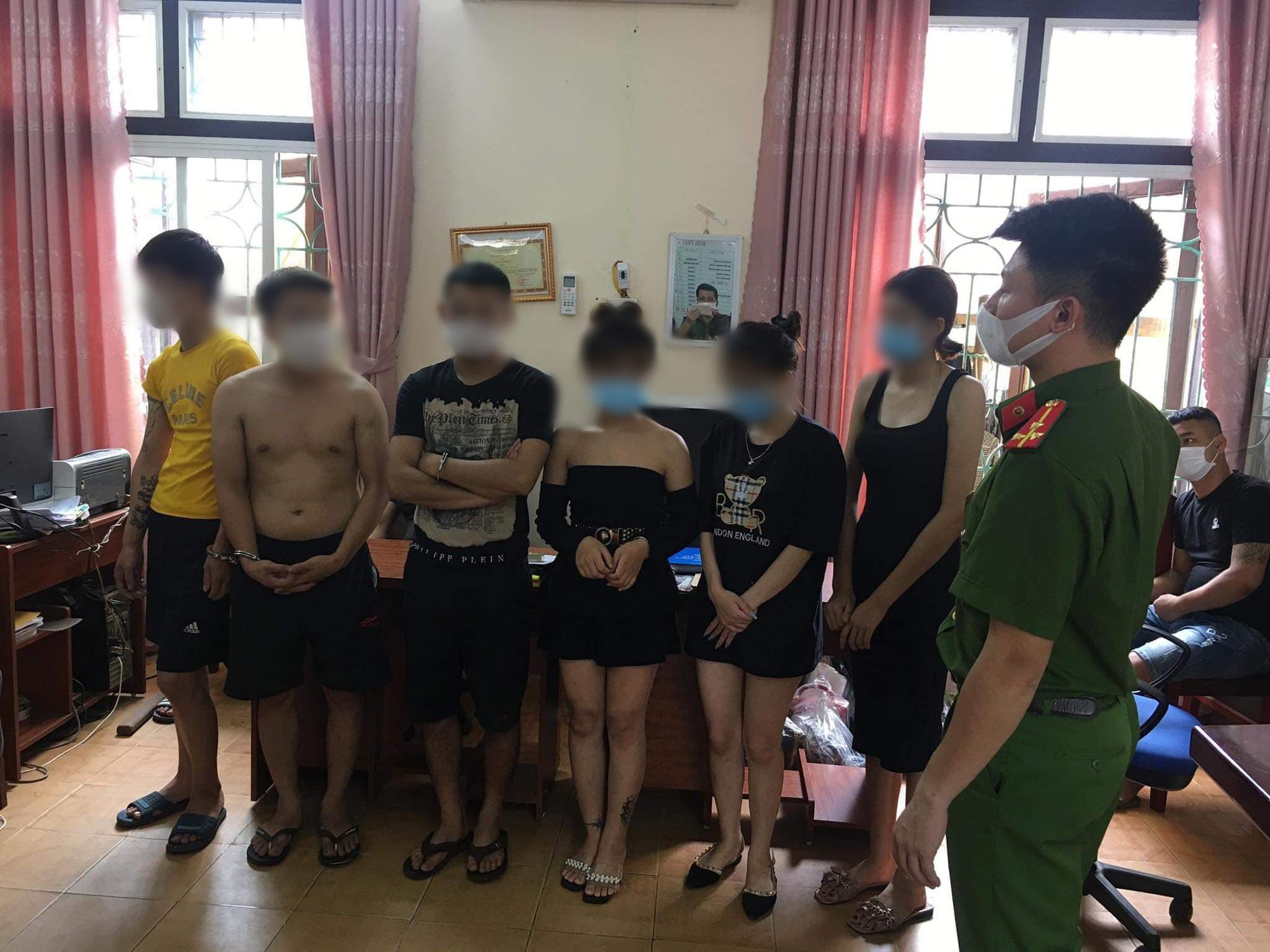"""Phú Thọ: Bất chấp lệnh cấm, gần 40 đối tượng """"bay lắc"""" trong quán karaoke  - Ảnh 1."""