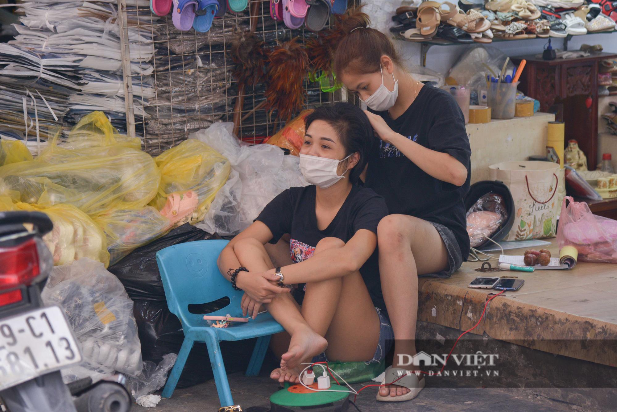 Chợ Đồng Xuân đìu hiu giữa đại dịch Covid-19 - Ảnh 6.