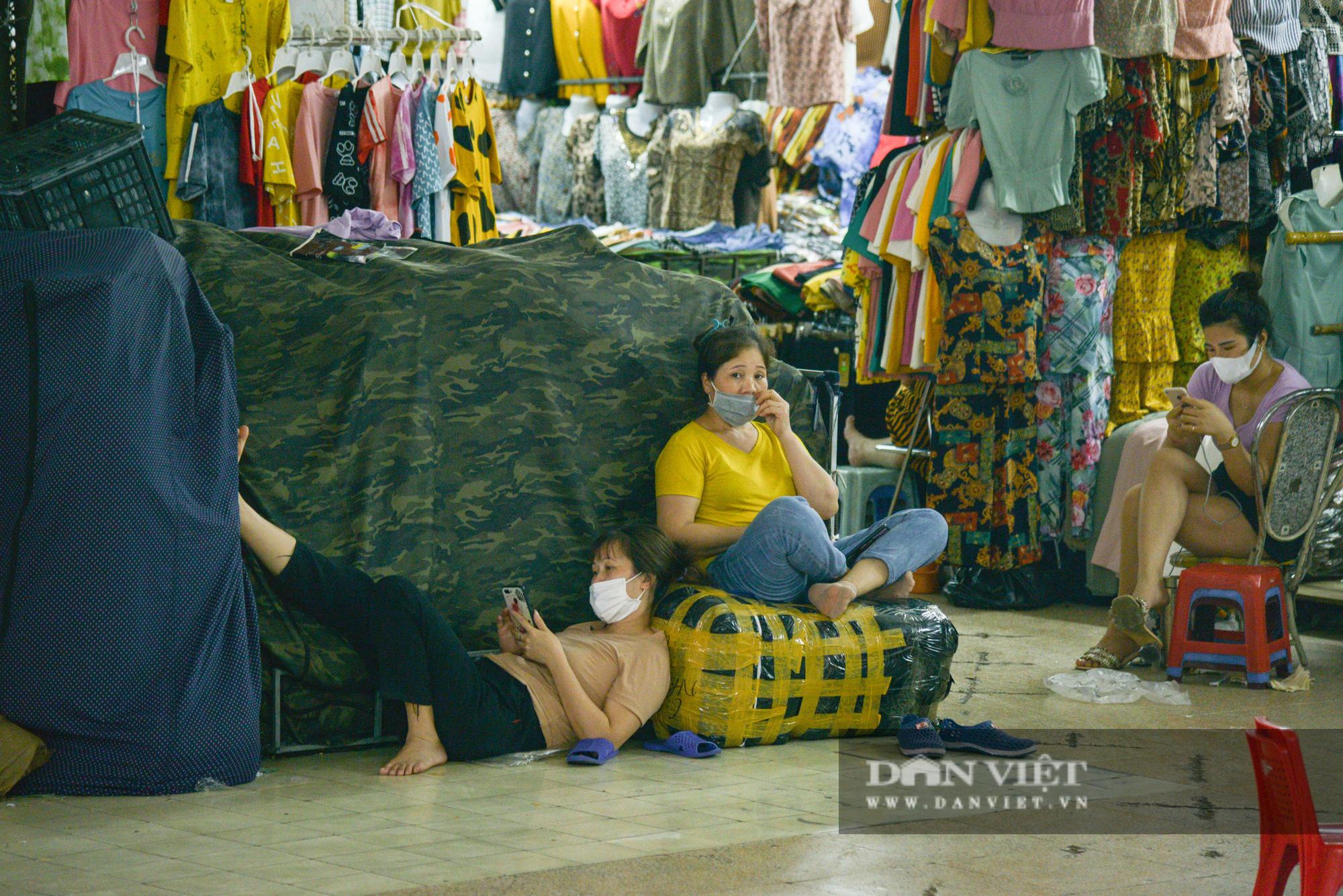 Chợ Đồng Xuân đìu hiu giữa đại dịch Covid-19 - Ảnh 8.