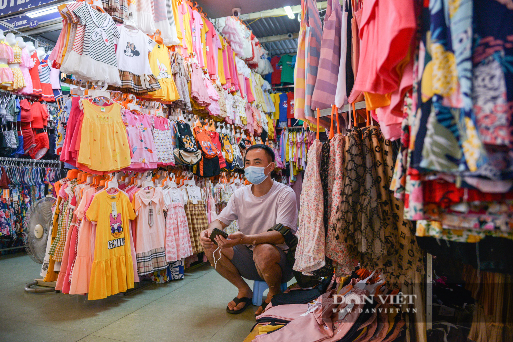 Chợ Đồng Xuân đìu hiu giữa đại dịch Covid-19 - Ảnh 9.