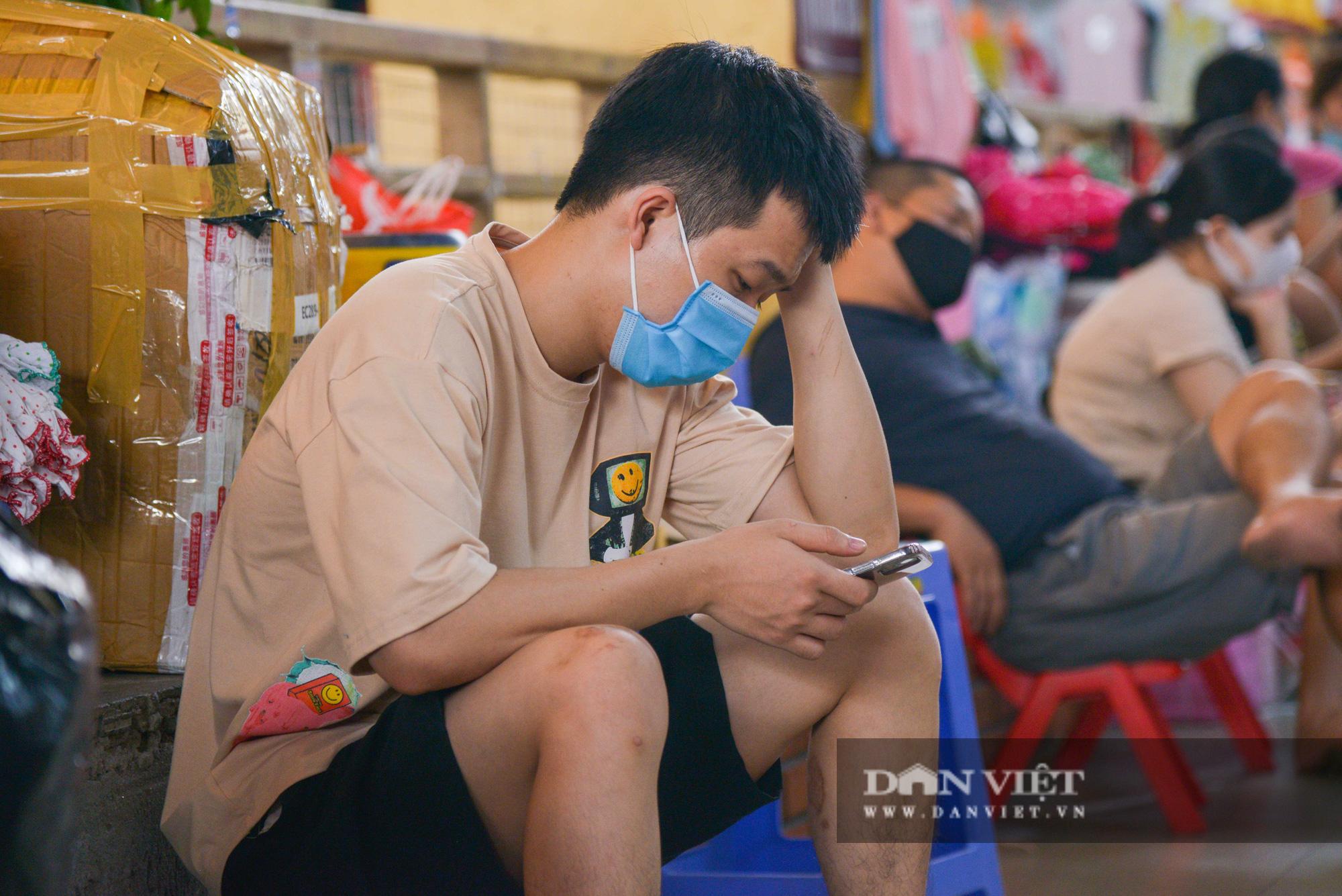 Chợ Đồng Xuân đìu hiu giữa đại dịch Covid-19 - Ảnh 11.