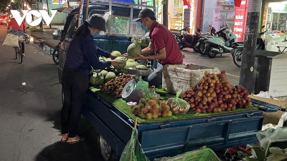 Hàng loạt trái cây không tiêu thụ được, nhà vườn ở Bà Rịa – Vũng Tàu kêu cứu - Ảnh 1.