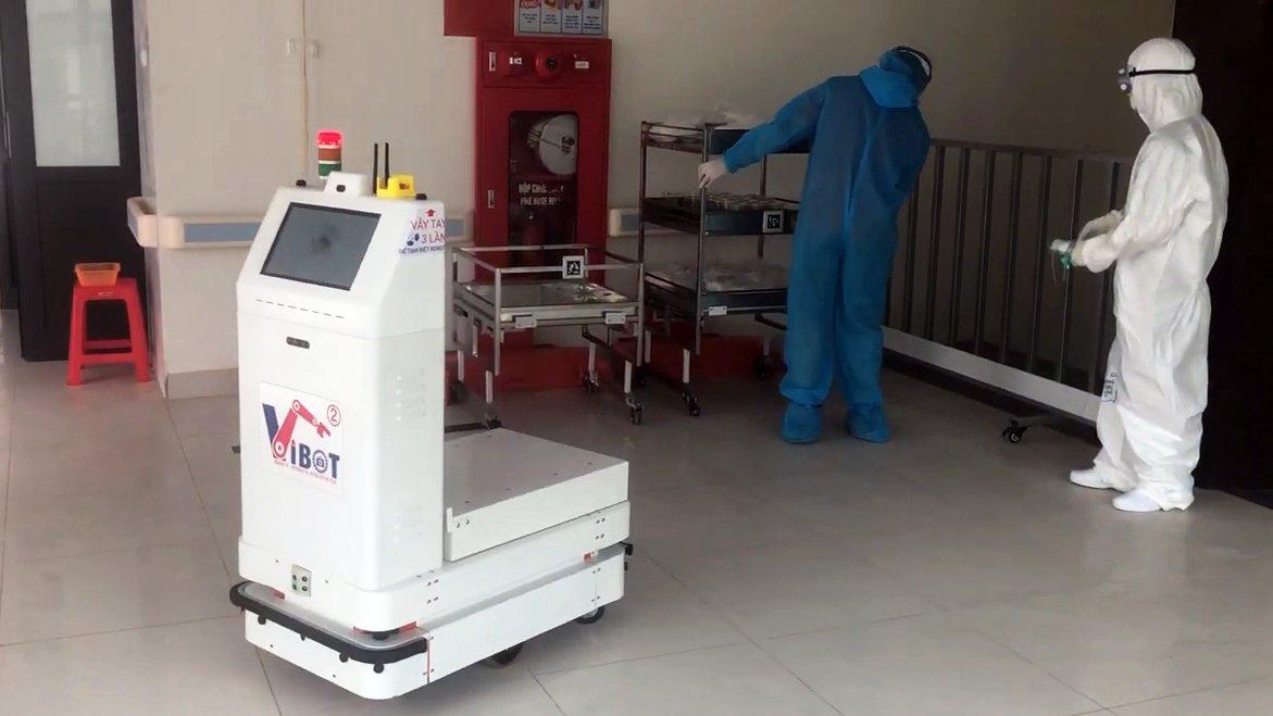 Robot vận chuyển đưa cơm, thuốc cho bệnh nhân Covid-19 tại tâm dịch Bắc Ninh - Ảnh 7.
