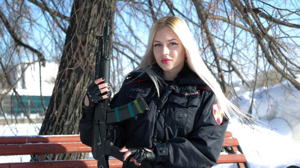 Nga tổ chức cuộc thi Hoa khôi cai ngục - Ảnh 4.