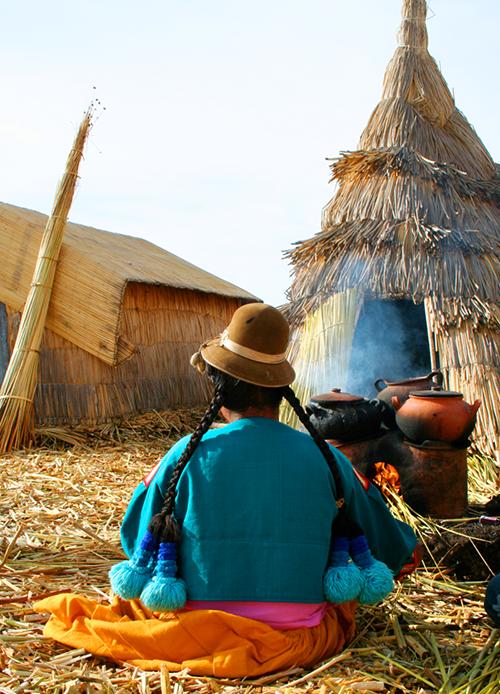 """Quần đảo lau sậy độc lạ của """"bộ lạc thảm bay"""" trên hồ Titicaca cao nhất thế giới - Ảnh 4."""