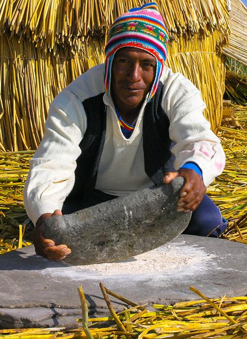 """Quần đảo lau sậy độc lạ của """"bộ lạc thảm bay"""" trên hồ Titicaca cao nhất thế giới - Ảnh 5."""
