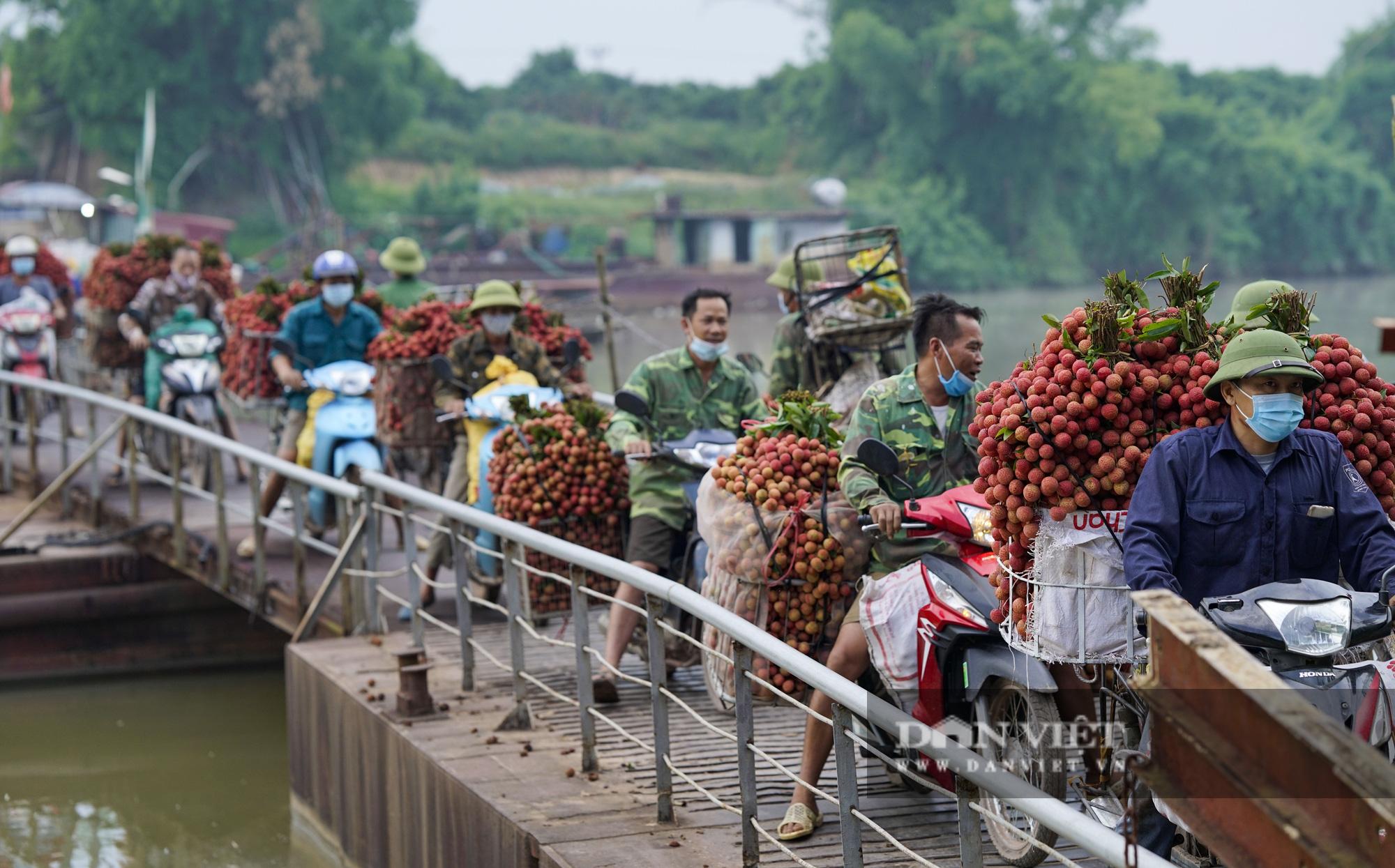 """Người dân """"vồ ếch"""", ngã xuống cầu khi chở vải đi qua cây cầu """"tử thần"""" ở Bắc Giang - Ảnh 11."""