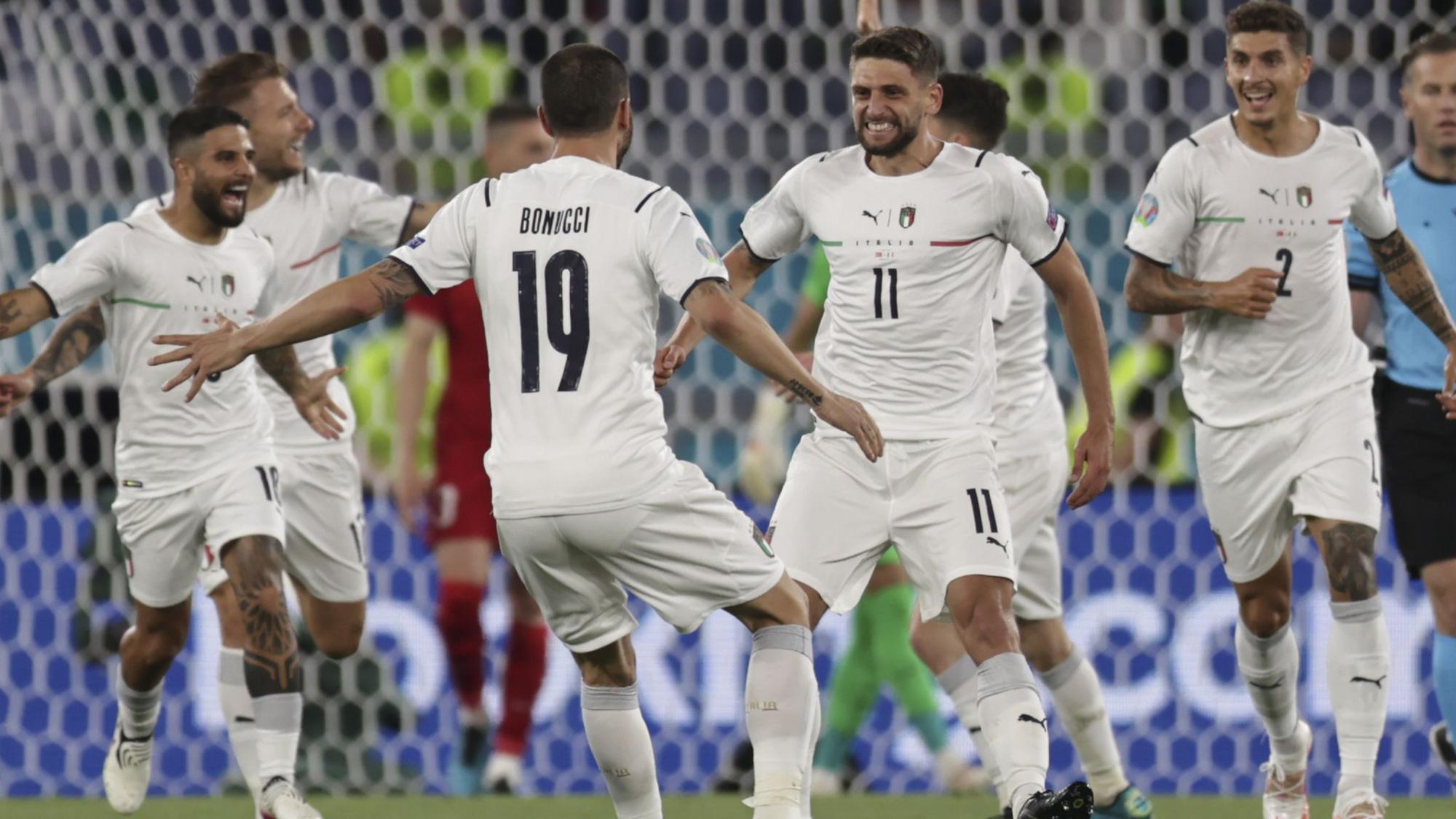 Italia đè bẹp Thổ Nhĩ Kỳ, vì sao HLV Mancini vẫn tỏ ra khiêm tốn? - Ảnh 2.