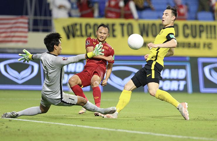 """Nguyễn Hoàng Đức """"solo"""" Malaysia, HLV Hoàng Văn Phúc nói gì?  - Ảnh 4."""
