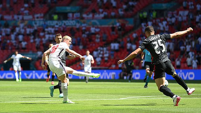 """Sterling """"xé lưới"""" Croatia, ĐT Anh khởi đầu thuận lợi - Ảnh 1."""