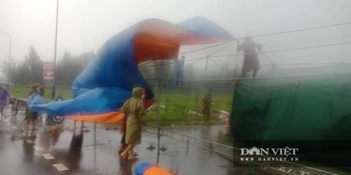 Hà Tĩnh: Điều xe buýt hỗ trợ các điểm chốt trực phòng chống dịch Covid – 19 trong thời tiết mưa to - Ảnh 4.