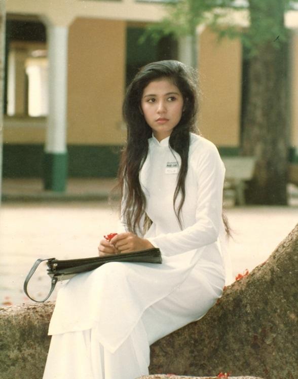 """Việt Trinh: """"Tôi đã bật khóc khi đạo diễn Lê Cung Bắc bảo vệ mình đóng vai Bạch Cúc"""" - Ảnh 1."""