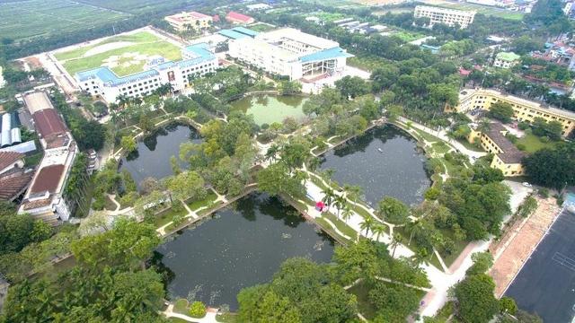 """Mỏi chân khám phá trường đại học nhiều cây xanh nhất Việt Nam, nhiều góc cực """"chill"""" - Ảnh 1."""