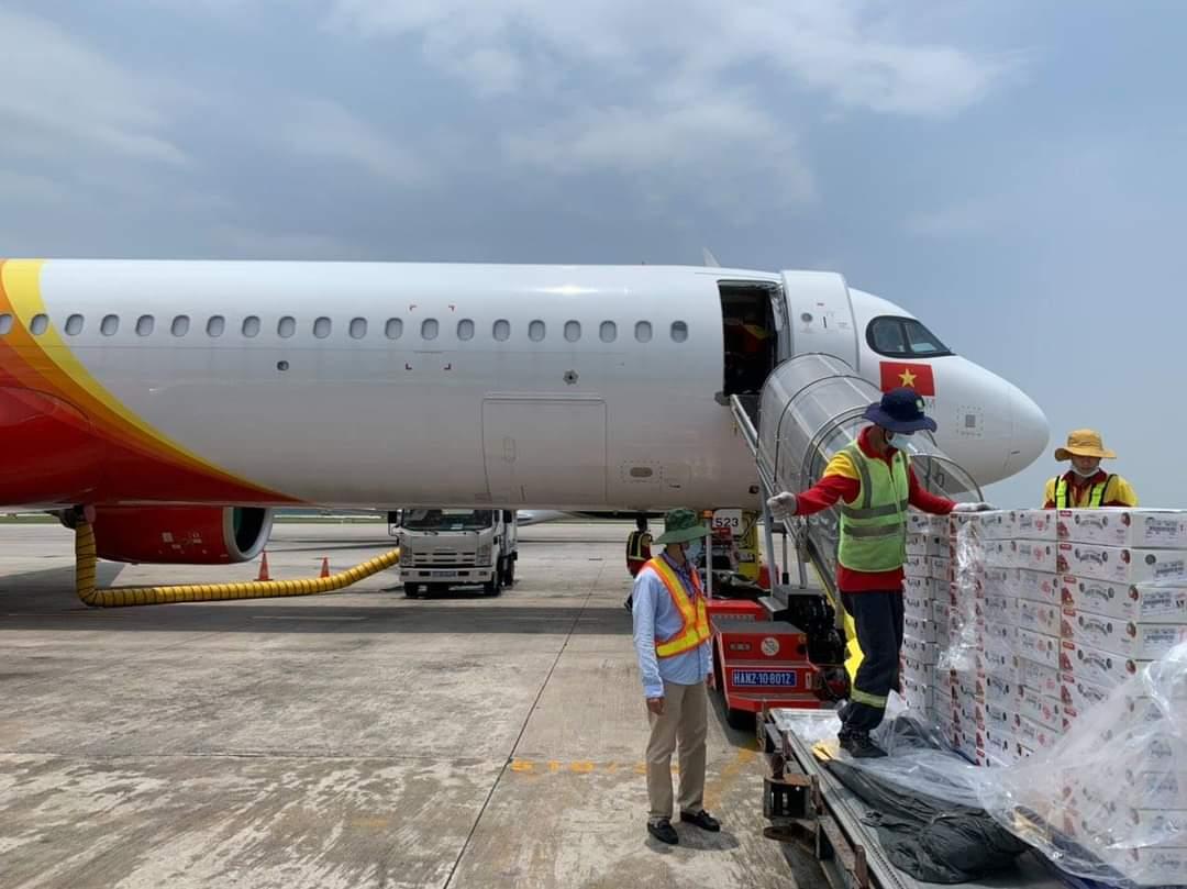Chung tay hỗ trợ nông dân Bắc Giang, Vietjet & Swift247 vận chuyển vải thiều tới nhiều thị trường trong nước và quốc tế - Ảnh 4.