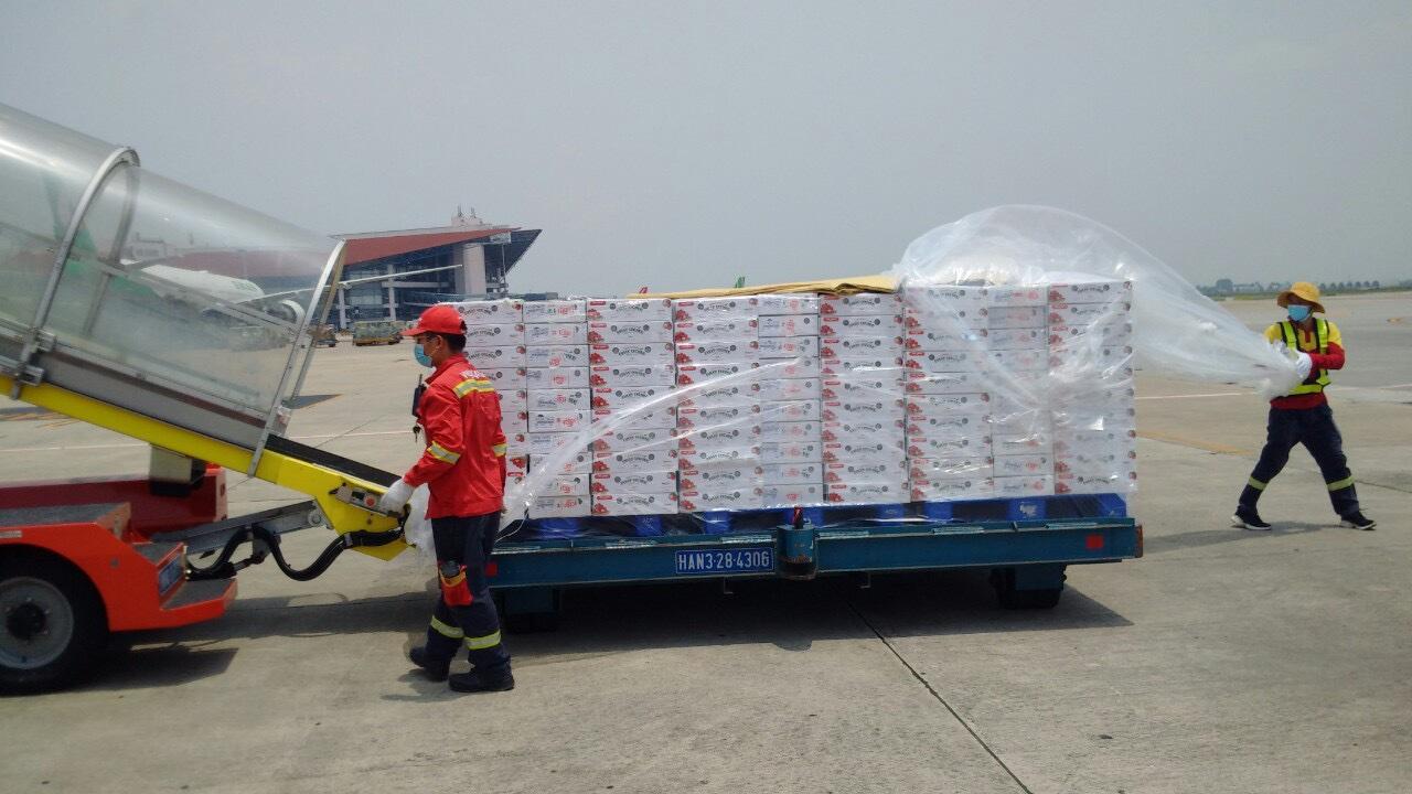 Chung tay hỗ trợ nông dân Bắc Giang, Vietjet & Swift247 vận chuyển vải thiều tới nhiều thị trường trong nước và quốc tế - Ảnh 2.