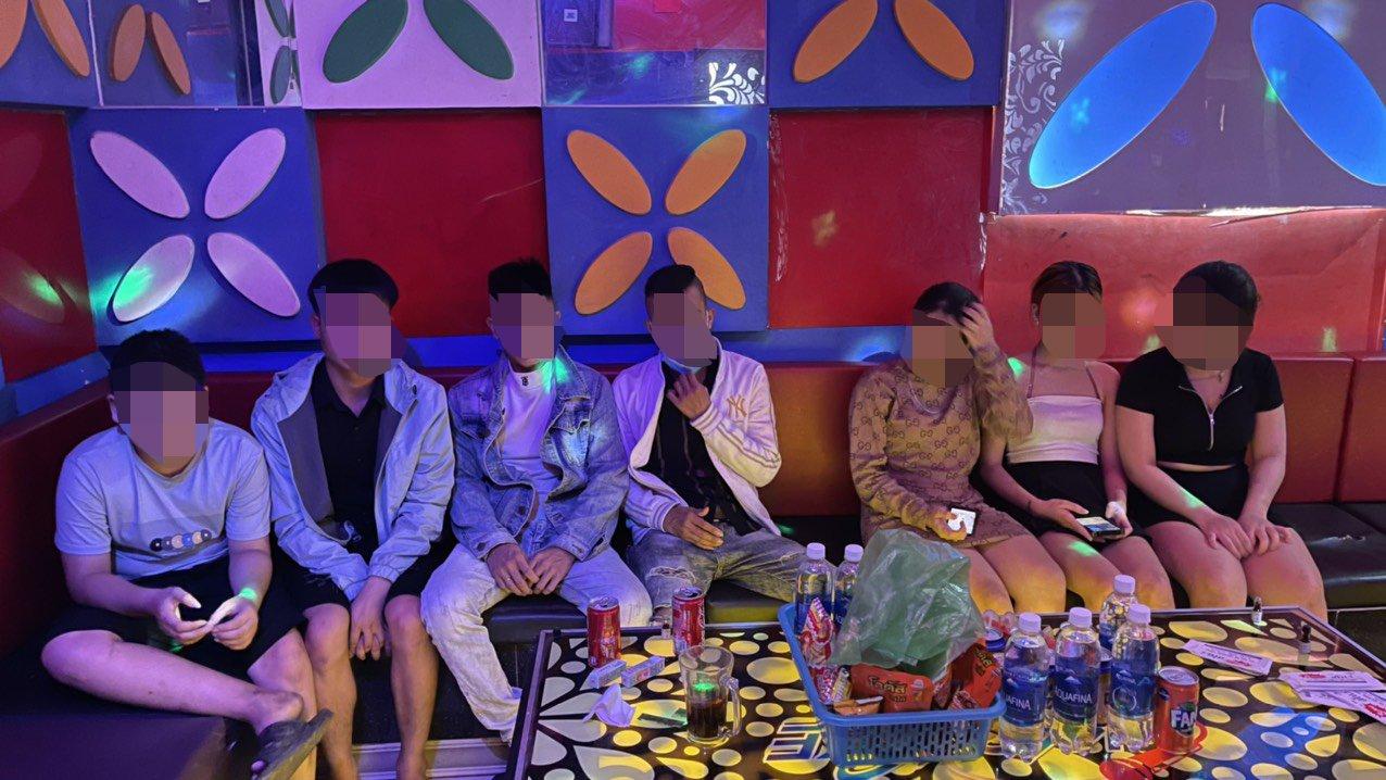 Quảng Nam: Chống lệnh, quán karaoke mở cửa, để khách chơi ma túy - Ảnh 1.