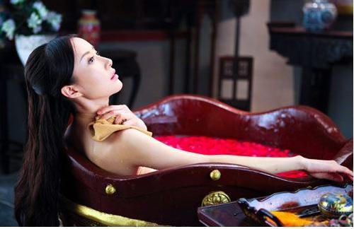 Tư mật chốn thâm cung: Hoàng hậu có sở thích đặc biệt, nam nhân muốn chẳng được, thái giám lại là cực hình - Ảnh 2.