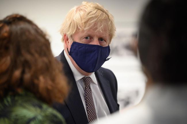 Boris Johnson trì hoãn việc mở cửa trở lại nước Anh do biến thể Covid-19 mới - Ảnh 1.