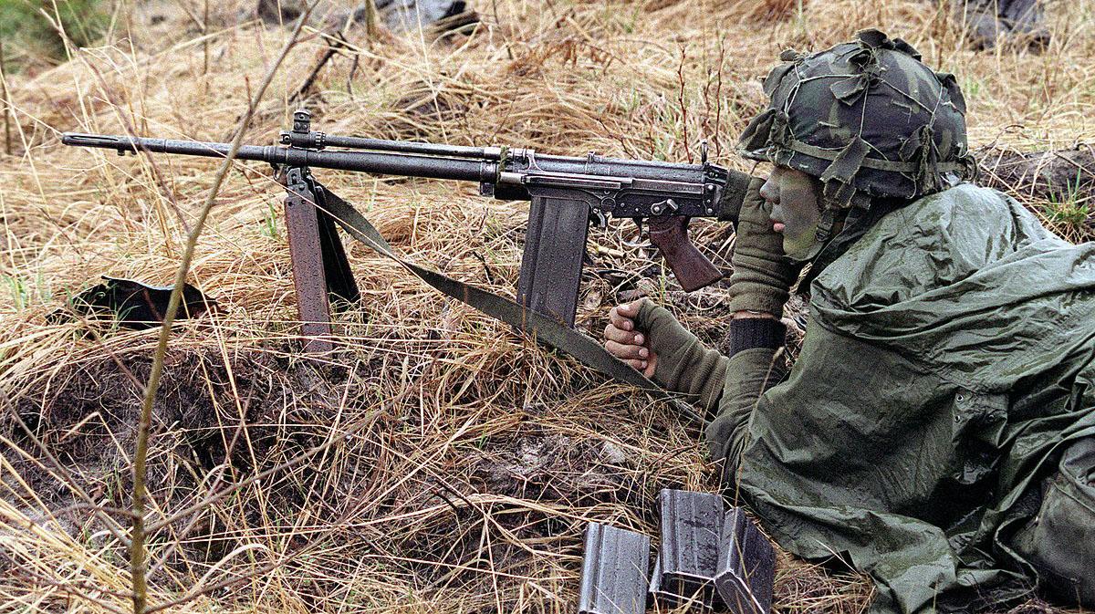 Đây là khẩu súng trường phương Tây là đối thủ của AK-47 trong chiến tranh Lạnh - Ảnh 8.