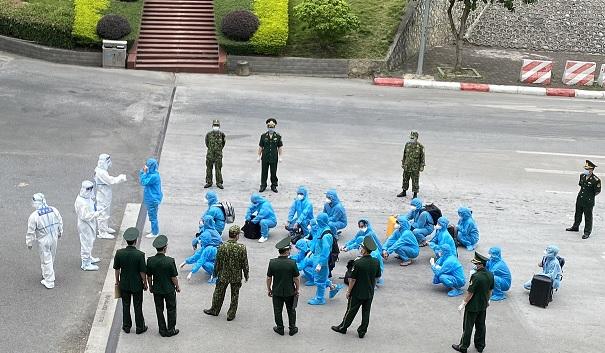 TP.HCM: Trục xuất 13 người nước ngoài nhập cảnh trái phép  - Ảnh 2.