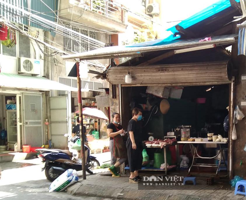 """Quận Ba Đình (Hà Nội): Dân tố đất công bị lấn chiếm """"biến thành nơi bán đậu phụ """" - Ảnh 1."""