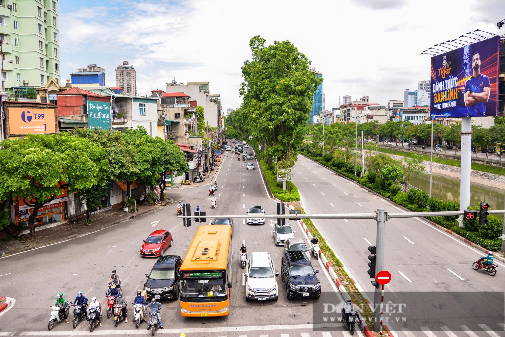 """Các tuyến đường Hà Nội hạ nhiệt trong ngày nóng nhờ """" dàn điều hòa xanh"""" - Ảnh 10."""