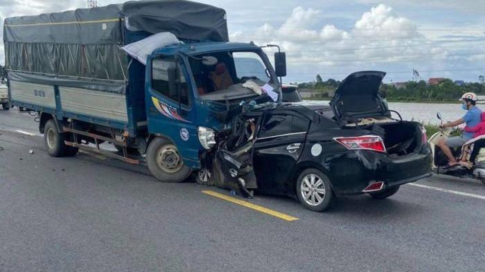 """Thông tin """"nóng"""" mới nhất về vụ ô tô con tông trực diện xe tải, 3 người tử vong - Ảnh 5."""