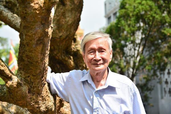 """Nhà văn Trung Trung Đỉnh kể về """"đứa con"""" khó sinh của nhà văn Nguyễn Xuân Khánh - Ảnh 2."""