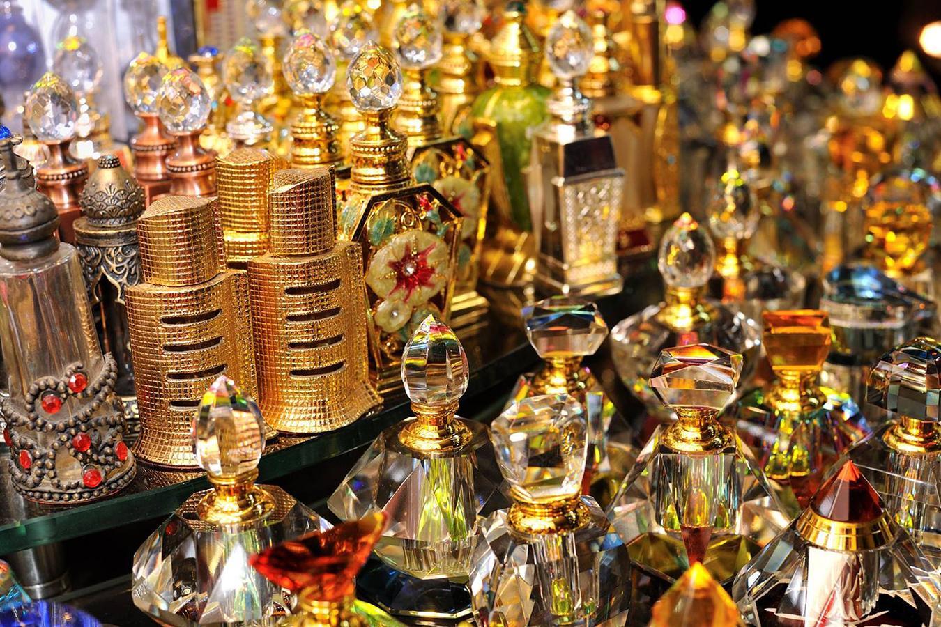 Lóa mắt trước khu chợ toàn bằng vàng ở UAE - Ảnh 10.