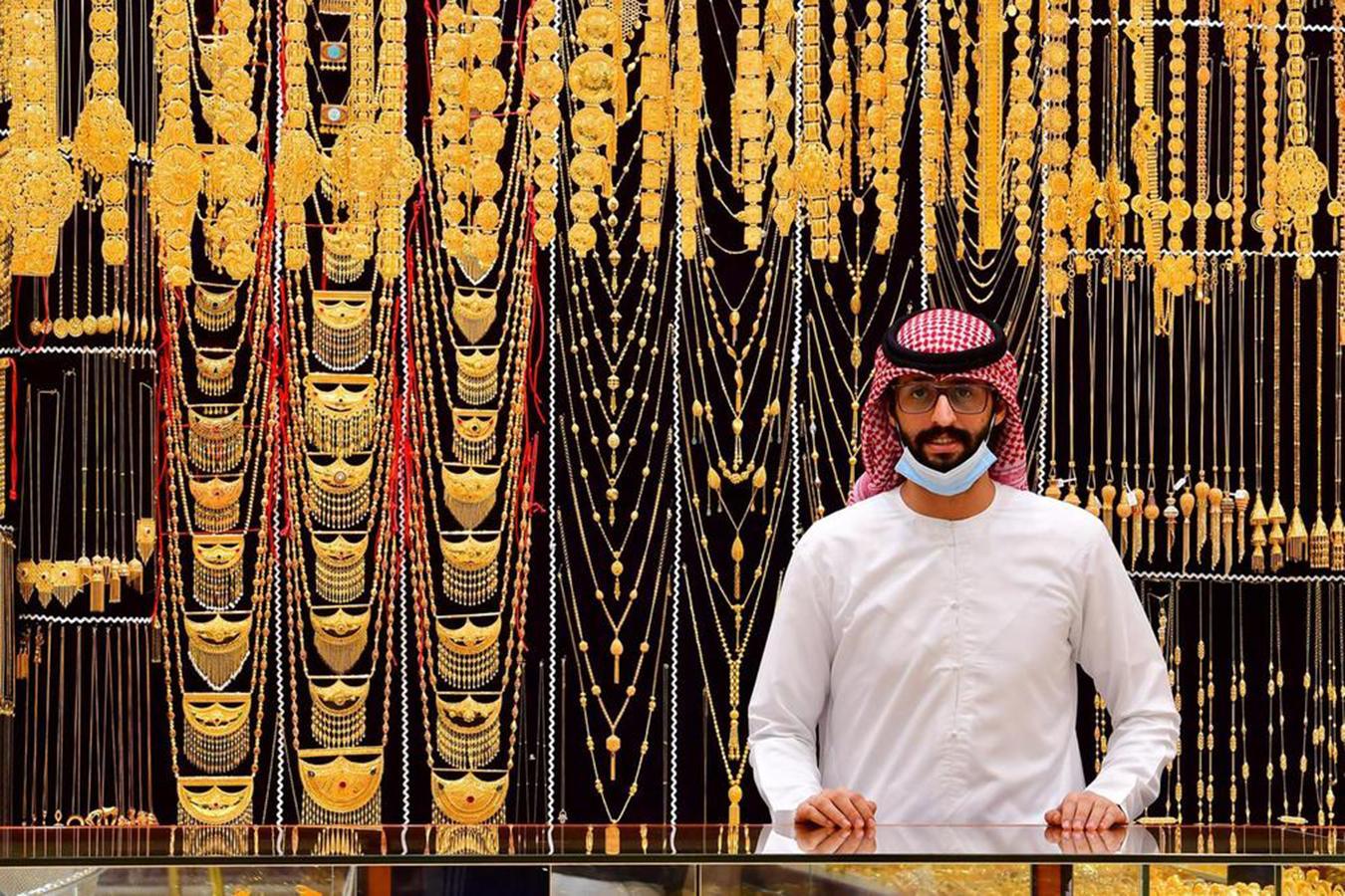 Lóa mắt trước khu chợ toàn bằng vàng ở UAE - Ảnh 2.