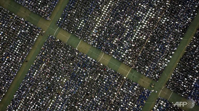 Lễ tốt nghiệp không khẩu trang của 11.000 sinh viên tại Vũ Hán - Ảnh 3.