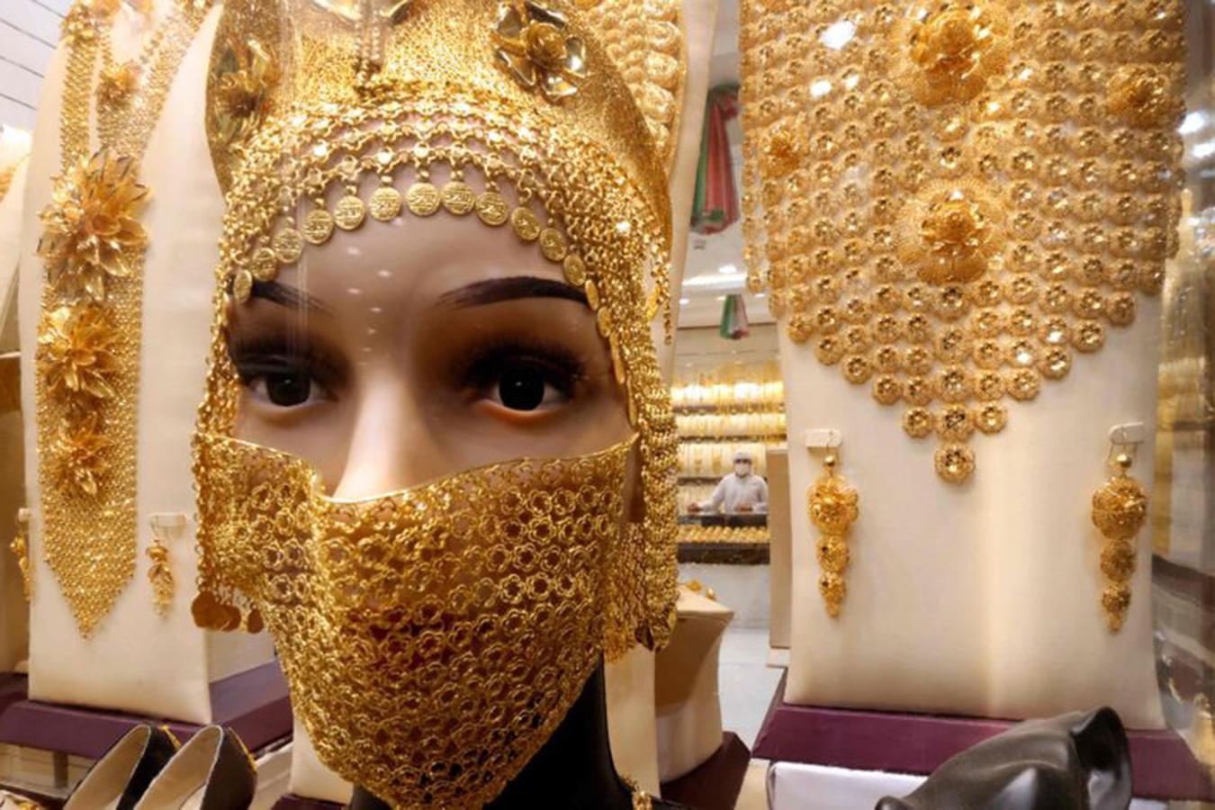 Lóa mắt trước khu chợ toàn bằng vàng ở UAE - Ảnh 3.