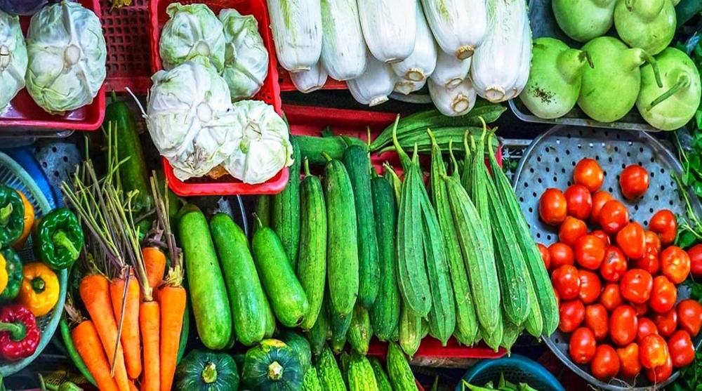 Cùng đi chợ: Hôm nay 15/6 giá rau xanh tiếp tục giảm, một số loại củ tăng - Ảnh 1.