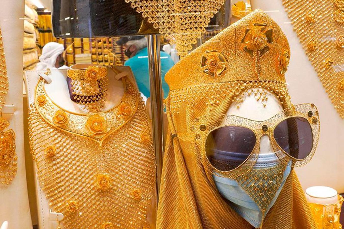 Lóa mắt trước khu chợ toàn bằng vàng ở UAE - Ảnh 4.