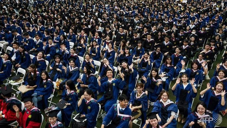 Lễ tốt nghiệp không khẩu trang của 11.000 sinh viên tại Vũ Hán - Ảnh 8.
